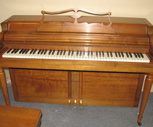 Wurlitzer traditional Spinet piano