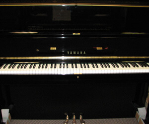 YAMAHA U1 48in Upright Piano