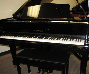 Samick 5ft 7in Baby Grand piano Model G-172